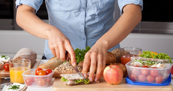5 Simple Tips for Eating Healthy While Traveling